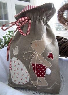 * RESERVED Easter bunny bag for filling * decorated with a firmly applied … - beutel Patchwork Bags, Quilted Bag, Easter Projects, Easter Crafts, Bag Quilt, Couture Bb, Bunny Bags, String Bag, Fabric Bags