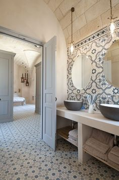Small bathroom renovations 320107486015124661 - 55 Super Ideas For House Goals Country Bathroom Source by kimiokys Bad Inspiration, Bathroom Inspiration, Beautiful Bathrooms, Modern Bathroom, Master Bathroom, Style At Home, House Goals, Bathroom Renovations, Bathroom Makeovers