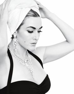 Kate Winslet. Classic and timeless beauty.