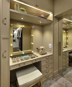 Super Closet Casal Ideias Luxo Ideas in 2020 Wardrobe Design Bedroom, Luxury Bedroom Design, Master Bedroom Closet, Bedroom Wardrobe, Dressing Table Design, Closet Vanity, Dressing Room Closet, Small Apartment Design, Closet Layout