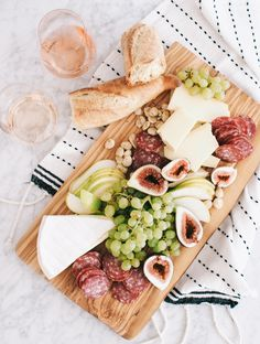 Stunning display of charcuterie from The Wine Gallery. I know exactly what I'm making this Sunday! Tapas, Cheese Platters, Food Platters, Charcuterie And Cheese Board, Cheese Boards, Brunch, Good Food, Yummy Food, Cheese Party