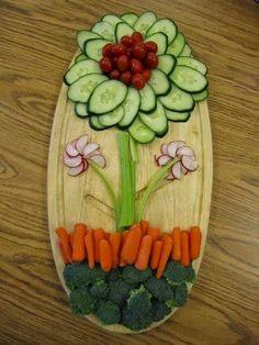 Alguns exemplos do que é possível fazer com legumes, frutas, vegetais e até alimentos quentes para uma apresentação mais atraente e origin...