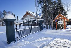Chalet Charlevoix Quebec - Book Your Next Dream Le Massif Vacation With Us! Charlevoix Quebec, Deck, Vacation, Outdoor Decor, Home Decor, Homemade Home Decor, Vacations, Front Porches, Decks