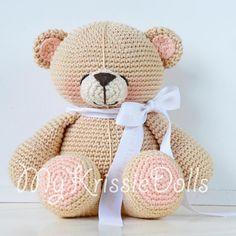 Mijn Krissie Beer - MyKrissieDolls #mykrissiedolls #krissie #dolls #krissiedolls #kristel #droog #kristeldroog #amigurumi #amigurumi #pattern #pattern #patterns #sales #patroon #patroon #crochet #crocheting #haken #haak #gehaakte #pop #doll #handmade #handgemaakt www.mykrissiedolls.nl www.etsy.com/nl/shop/MyKrissieDolls
