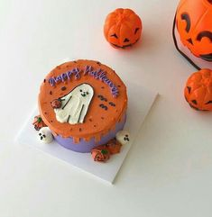 Pretty Birthday Cakes, Pretty Cakes, Beautiful Cakes, Amazing Cakes, Bolo Halloween, Halloween Cakes, Halloween Treats, Halloween Horror, Korean Cake