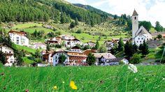 Sommer, Sonne, Südtirol, das Hotel Traube Post in Graun