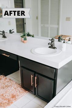 Painting Bathroom Countertops, Black Cabinets Bathroom, Painting Laminate Countertops, Diy Countertops, Painting Cabinets, Bathroom Counter Paint, Spray Paint Countertops, Kitchen Cupboards, Kitchen Countertop Diy