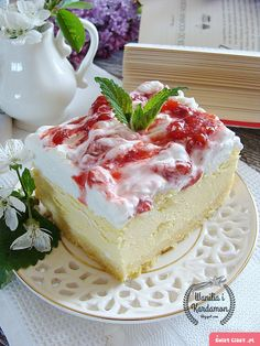 Kremowy sernik z musem truskawkowym Polish Desserts, Polish Recipes, Cookie Desserts, Fun Desserts, Delicious Desserts, Polish Food, Pie Cake, Cheesecakes, Cake Cookies