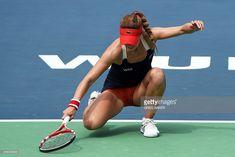 Tennis Techniques, Sharapova Tennis, Venus And Serena Williams, Tennis Photos, Dancer Photography, Gymnastics Poses, Tennis Tournaments, Girls Golf, Tennis Players Female