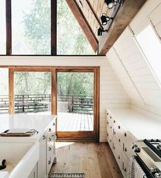 Kitchen interiors, cabin style, getaway, minimal home. A Frame Cabin, A Frame House, Style At Home, Cabin Kitchens, House Ideas, Cabin Interiors, Home Fashion, Cozy House, My Dream Home
