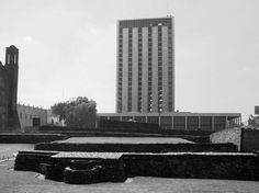 La Torre de Tlatelolco, edificio de El Centro Cultural Universitario Tlatelolco (Antes Secretaria de Relaciones Exteriores), Av. Ricardo Flores Magón, Nonoalco Tlateloloco, México DF 1965    Arq. Pedro Ramírez Vázquez -    Tower of Tlatelolco, El Centro Cultural Universitario Tlatelolco (UNAM), and formerly the offices of theForeign Secretary, 1965