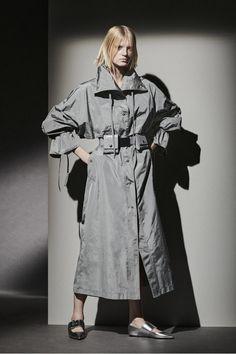 Vogue Paris, White Pantsuit, Max Mara Bridal, Dressed To The Nines, Vogue Russia, Fashion Show Collection, S Pic, Mannequins, Womens Fashion