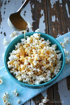 Caramel Corn Recipe  |  Soft, chewy & so caramel-y!