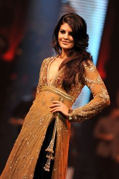 Jacqueline Fernandez in Indian Dress Pakistani Dresses, Indian Dresses, Indian Outfits, Indian Clothes, Bollywood Fashion, Bollywood Actress, Bollywood Style, Mehndi Outfit, Bridal Elegance
