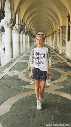 Ioana Radu - OOTD outfit lejer de vacanta - Venice Italy Shirt Dress, T Shirt, Reebok, Outfit, Shopping, Dresses, Fashion, Vertical Bar, Supreme T Shirt