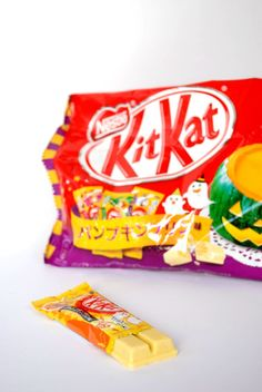 Om Nom Nomad - Halloween Pumpkin Pudding Kit Kat