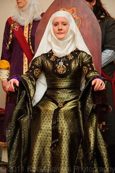 "Something about this outfit makes the bliaut look more ""real"" and less ""costume.""  Maybe it's the veil and wimple?"