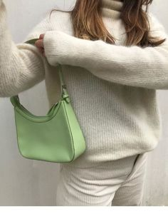 all off-white: sweater + corduroy pants + mint green bag Source by elianahelin Look Fashion, Fashion Bags, Winter Fashion, Fashion Outfits, Fashion Beauty, Tod Bag, Mode Ootd, Green Bag, Mint Green