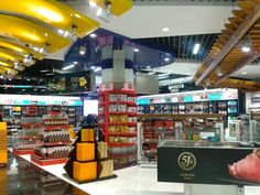 Alicante Airport shopping #Alicante #carjetuk