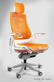 """Zagłówek, oparcie i siedzisko wykonane z elastomeru (miękkie tworzywo o dużej sprężystości o właściwościach kauczuku). Mechanizm ruchowy """"slid"""" pozwala zatrzymać oparcie w dowolnej pozycji lub swobodnie bujać się w fotelu."""