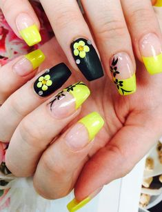 Matte Black And Bright Yellow Combination Flower For Nails #Nailart #Nailartdesigns #Flowernails #Mattenails