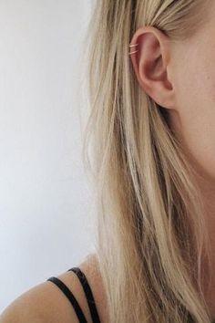 Latest ear piercings for women beautiful and cute ideas, piercings ear daith migraine relief, ear piercings helix double cartilage hoop, piercings ear helix hoop simple & ear piercings cartilage hoop double helix tragus. Innenohr Piercing, Cute Ear Piercings, Ear Piercings Cartilage, Multiple Ear Piercings, Cartilage Hoop, Double Helix Piercing, Tongue Piercings, Migraine Piercing, Forward Helix Piercing