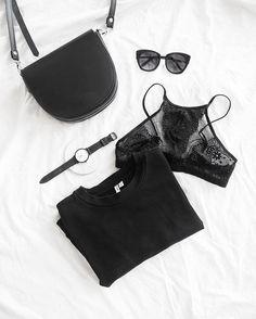 51 vind-ik-leuks, 6 reacties - Lisa Kouwenberg (@llittleblonde) op Instagram: 'Perfect essentials! ✔Happy saturday 😘🙌🏻 #flatlaystyle #lace'