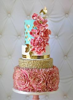 Lovely Images of Birthday Cakes with Gold and Flower Designs