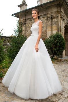 Nádherné princeznovské svadobné šaty so širokou sukňou a krajkovaným vrškom
