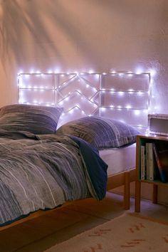 Pisca pisca na cabeceira da cama