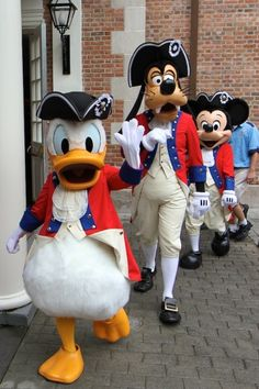 Donald & friends in patriotic outfits! 4th of July #disney