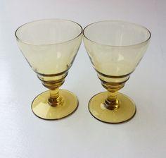 keltalasiset viinilasit 70 luvulta . 6 kpl