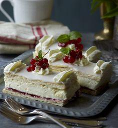 Klassiske Napoleonskager (Recipe in Danish) Danish Cake, Danish Food, Cake Recipes, Dessert Recipes, Desserts, Cake Cookies, Cupcake Cakes, Cupcakes, Napoleon Cake