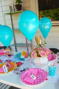 Heliumballonger, prikkete pappservise fra Lagerhaus. Moro med 3-årsbursdag!!