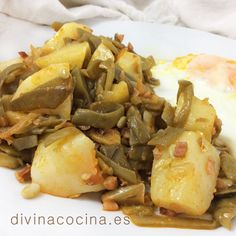 Green beans sauteed with potatoes Mexican Food Recipes, Vegetarian Recipes, Cooking Recipes, Healthy Recipes, Ethnic Recipes, Mexican Kitchens, Latin Food, Dinner Dishes, Mediterranean Recipes