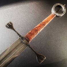 Explore Cedarlore Forge photos on Flickr. Cedarlore Forge has uploaded 1549 photos to Flickr. Fantasy Blade, Fantasy Sword, Fantasy Weapons, Swords And Daggers, Knives And Swords, Katana, Replica Swords, Knight Sword, Sword Design