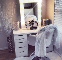 Find the beautiful makeup room ideas, designs & inspiration to match your style. Browse through images of makeup room & vanity mirror to create your perfect home. My New Room, My Room, Rangement Makeup, Vanity Room, Bedroom Vanities, Glam Room, Room Planner, Makeup Rooms, Deco Design