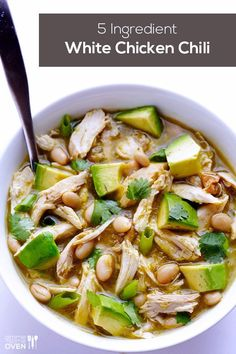 The Best Healthy Recipes: Easy White Chicken Chili. All you need are few simple ingredients to create this delicious Easy White Chicken Chili recipe. My aunt makes a white chicken chili recipe like this! Think Food, I Love Food, Chili Recipes, Soup Recipes, Chicken Recipes, Dinner Recipes, Muffin Recipes, Drink Recipes, Dinner Ideas