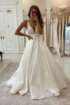 Wedding Dress With Pockets, V Neck Wedding Dress, Cute Wedding Dress, Applique Wedding Dress, Dream Wedding Dresses, Popular Wedding Dresses, Beach Wedding Gowns, Fitted Wedding Gown, Simple Wedding Gowns