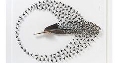 De kunstenaar Chris Maynard brengt veren tot leven met gedetailleerd knipwerk.