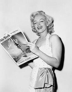 Marilyn Monroe photographed by Grauman's Chinese Theater, 1953 Marylin Monroe, Marilyn Monroe Photos, Jane Russell, Howard Hughes, Joe Dimaggio, Gentlemen Prefer Blondes, Jean Harlow, Cinema Tv, Believe