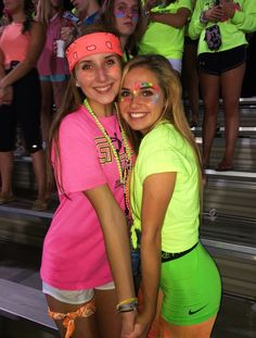 Neon Outfits Spirit Week & Neon Outfits Spirit Week – Creative Dress Of College Game Day High School Football Games, Football Themes, Football Outfits, Football Dress, Neon Party Outfits, Themed Outfits, Glow Party Outfit, Birthday Outfits, Day Camp