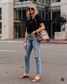 blanknyc denim jeans, christian louboutin pigalle nude pumps, autumn cashmere navy off the shoulder sweater, chloe drew handbag, fall outfit Looks Street Style, Looks Style, Casual Looks, Simple Street Style, Chic Summer Style, Street Style Summer, Weekend Style, Long Weekend, Simple Style