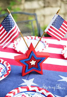 How to Make a Layered Star Fourth of July Table Decoration
