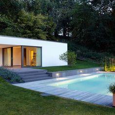 Fesselnd Moderner Pool Mit Beleuchtung | Exklusiv Design Mit Naturstein Grauwacke,  Sitzfläche Und Außen Sauna.
