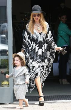 Rachel Zoe totally makes us want to rock a comfortable caftan