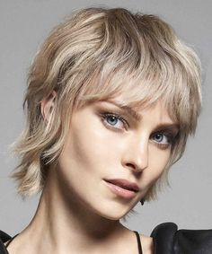 Short Punk Haircuts, Stylish Haircuts, Short Hairstyles For Women, Straight Hairstyles, Curly Hair Cuts, Medium Hair Cuts, Short Hair Cuts, Short Hair Styles, Short Straight Haircut