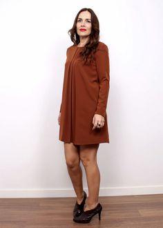 vestido plisado marrón