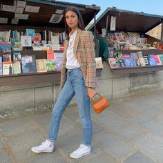 Must-have in the Parisian wardrobe: plaid blazer and white sneakers French Wardrobe Basics, Parisian Wardrobe, Parisian Chic, White Shirt And Blue Jeans, White Sneakers Outfit, French Outfit, French Girl Style, Plaid Blazer, Weekend Wear