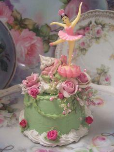 (PINKBALLERINA) Funky Junk Cottage Rose Decorated Fake Cake Charming!!!